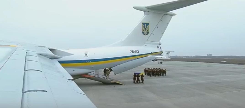 """Сегодня проходит траурная церемония в память о жертвах """"Боинга"""" МАУ / Скриншот - трансляціияhromadske.ua, Facebook"""