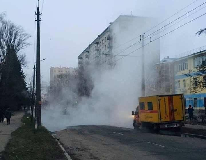 У Києві знову прорвало теплотрасу/ Facebook, dtp.kiev.ua