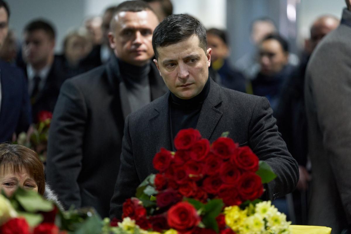 Руководство государства почтило память жертв рейса PS752 / фото: Офис президента