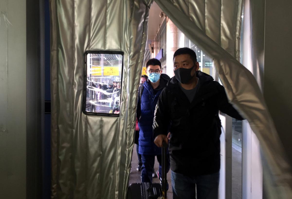 В Житомирской области завершился срок карантина для рабочих из Китая / Иллюстрация REUTERS