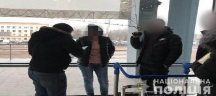 Женщину задержали в аэропорту / hk.npu.gov.ua