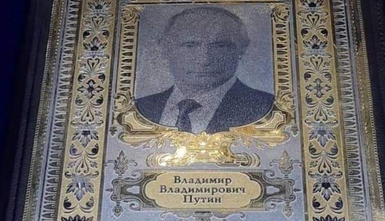 Ікону з фотографією Путіна активно обговорюють в мережі / twitter.com/ArkChaplygin