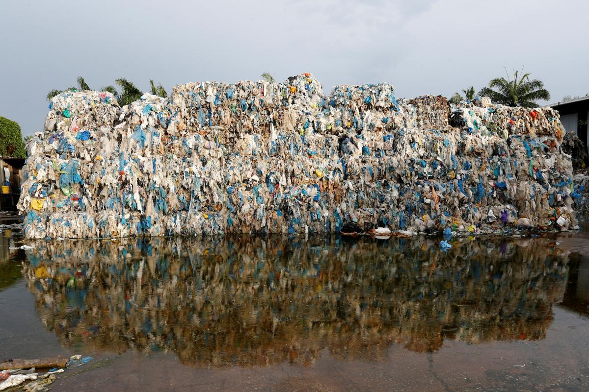 Малайзия отправила обратно 150 контейнеров с мусором / REUTERS