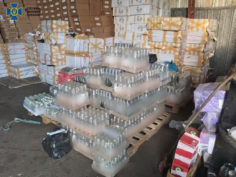 Правоохоронці вилучили 7,2 тонни контрафактного алкоголю/ фото СБУ