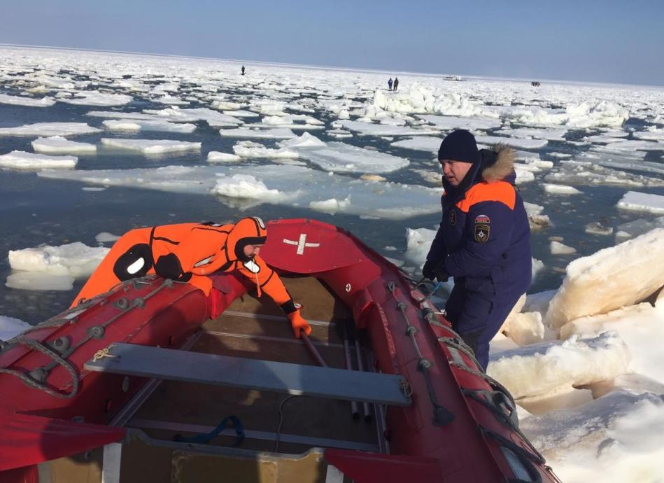 В евакуації рибалок брали участь 18 рятувальників / 65.mchs.gov.ru