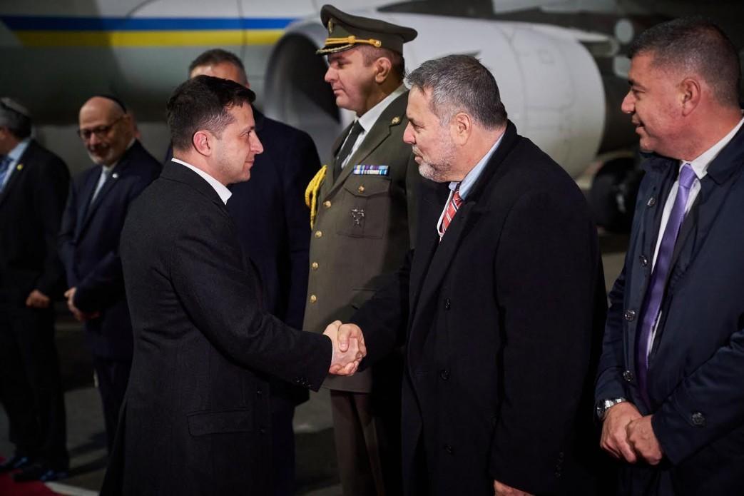 Зеленский и члены украинской делегации передали свои места на Всемирном форуме памяти Холокоста людям, пережившим эту трагедию / фото president.gov.ua