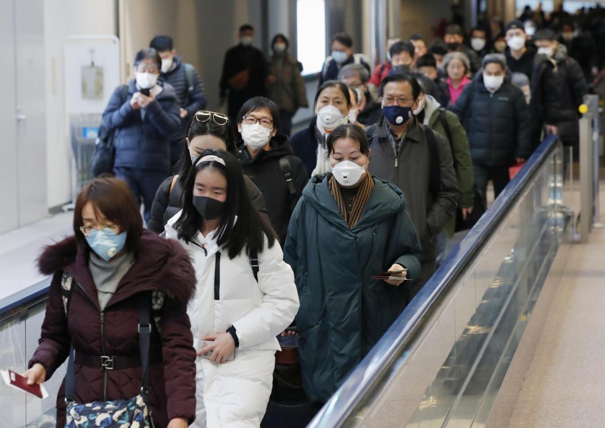Китайские власти пытаются сдержать распространение нового коронавируса / Иллюстрация REUTERS