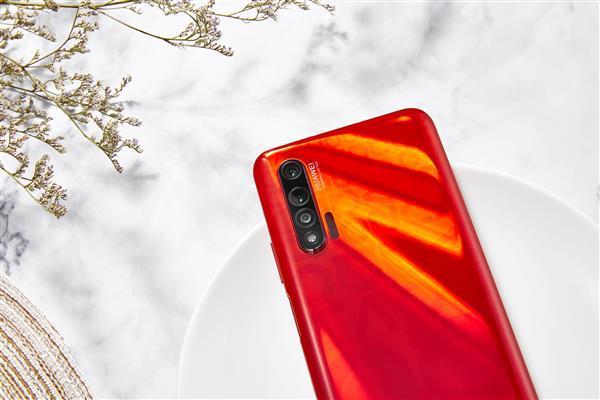 Смартфон построен на базе однокристальной системы Kirin 990 / фото Mydrivers