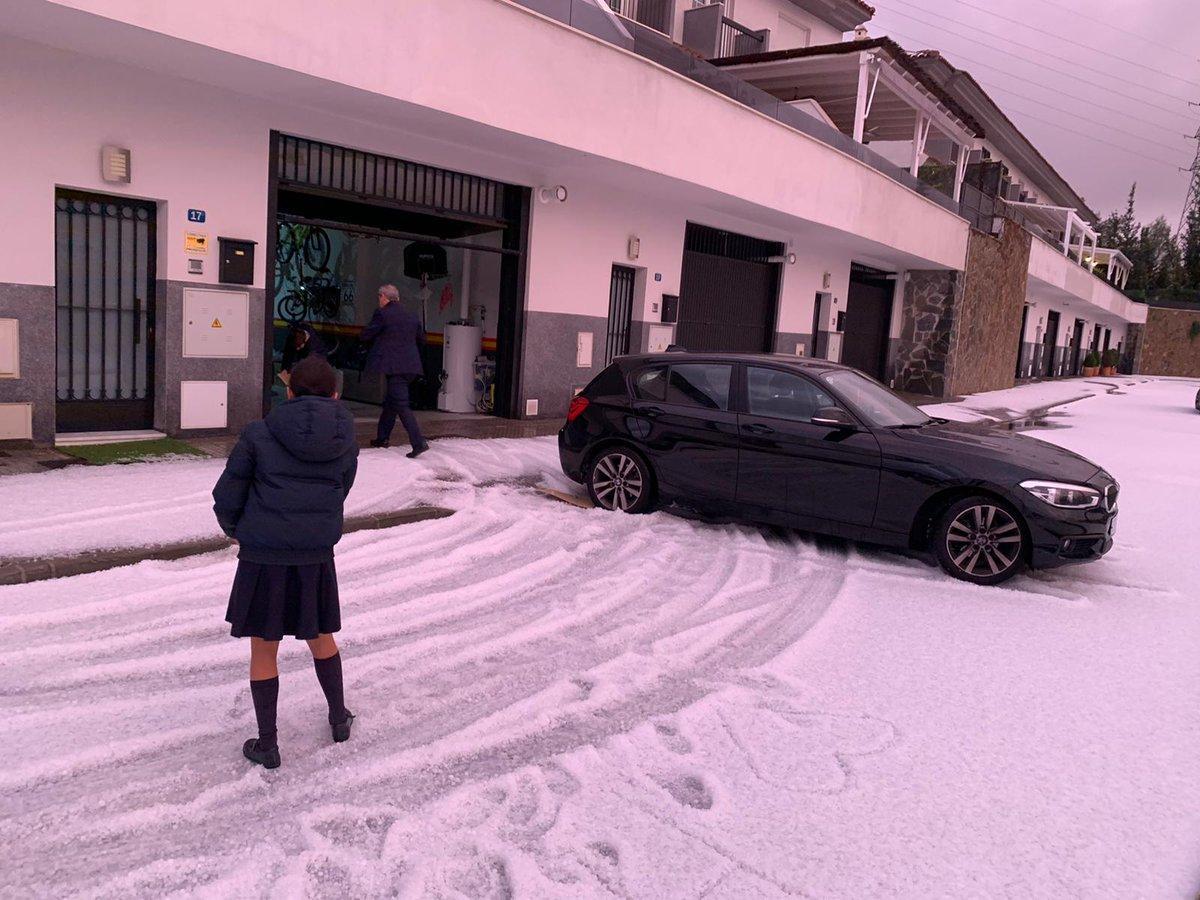 Малагу завалило градом / twitter.com/E112Andalucia