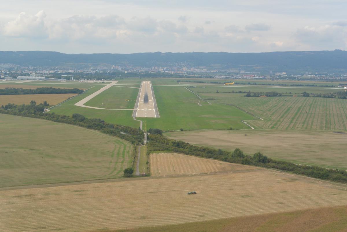 Аеропорт Братислава проведе ремонт на обох ЗПС / фото flickr.com/flightlog