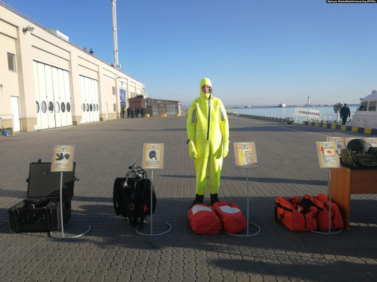 Все бойцы морской охраны получили два вида защитных костюмов / Фото: Радио Свобода