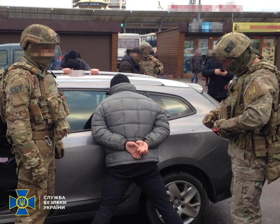 Злочинців затримали під час спроби продажу ртуті / Фото: СБУ
