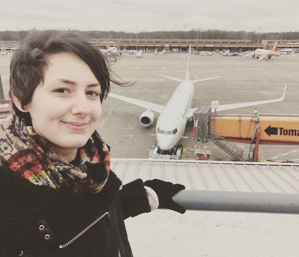 Уперше дівчина побачила літак у 2014 році через вікно аеропорту/ фото MDWfeatures / Michele Kobke