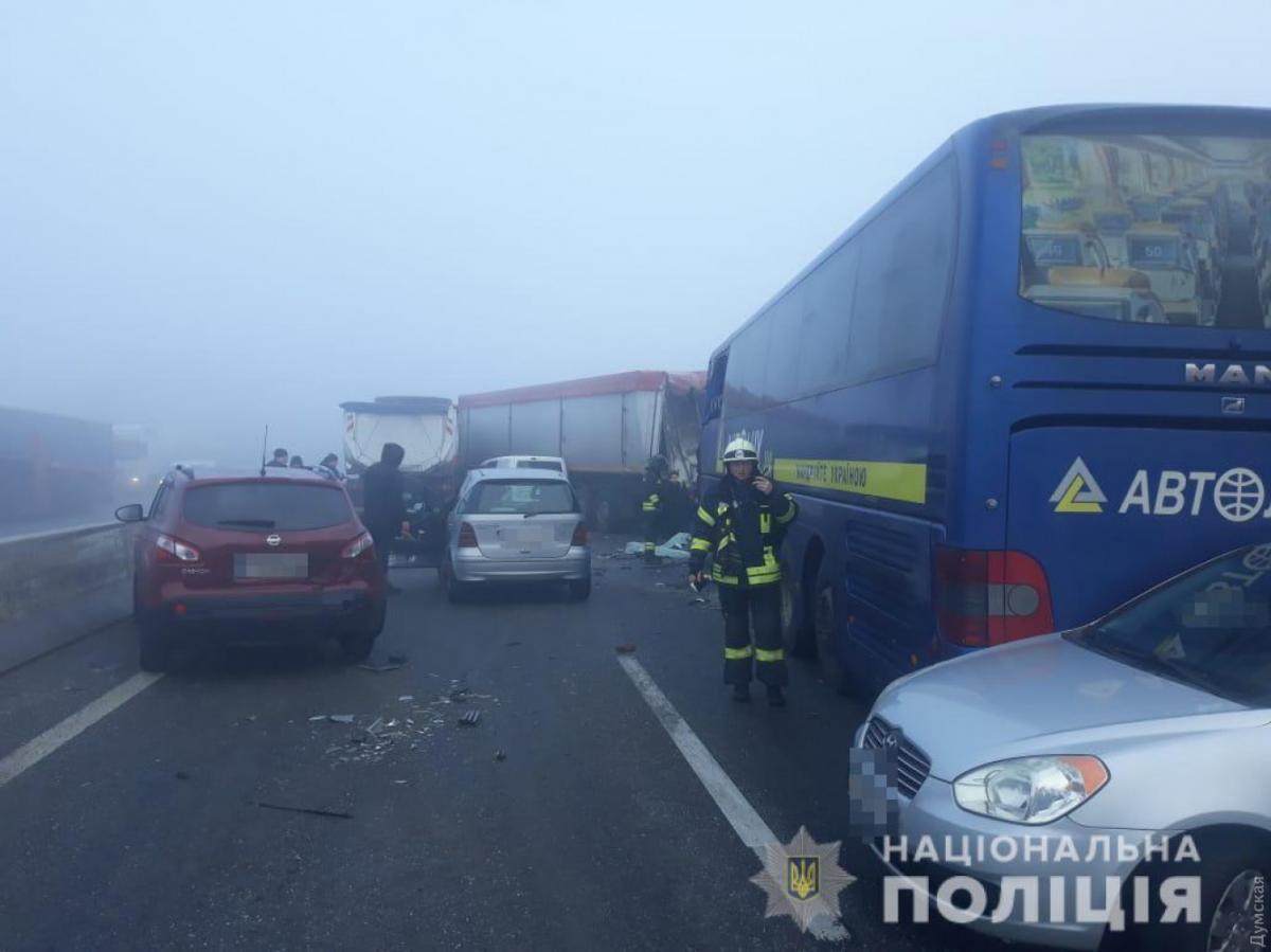 У ДТП потрапив пасажирський автобус / фото: поліція