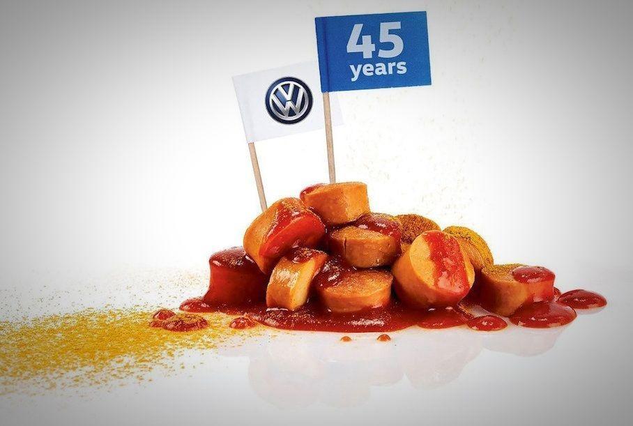 Бестселлером Volkswagen стала сосиска карривурст, которую выпускают на заводе / фото Volkswagen