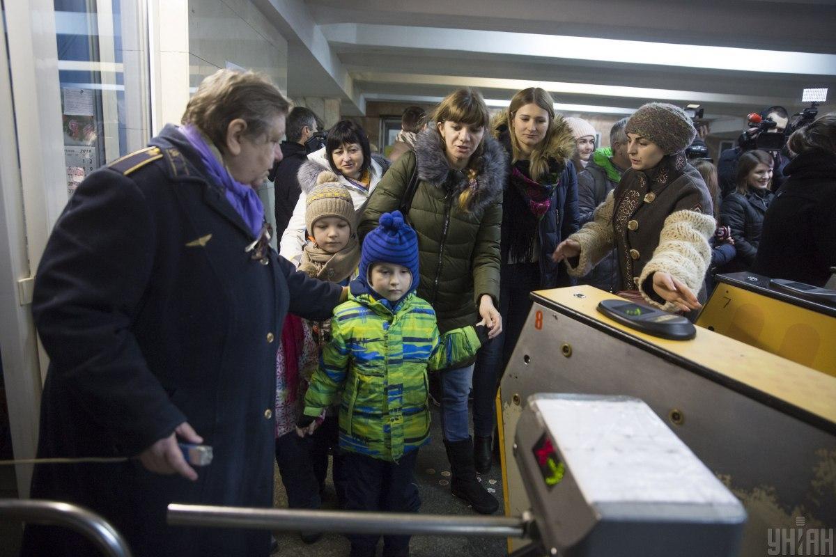 У метро Києва продовжать заміну турнікетів / Фото: УНІАН