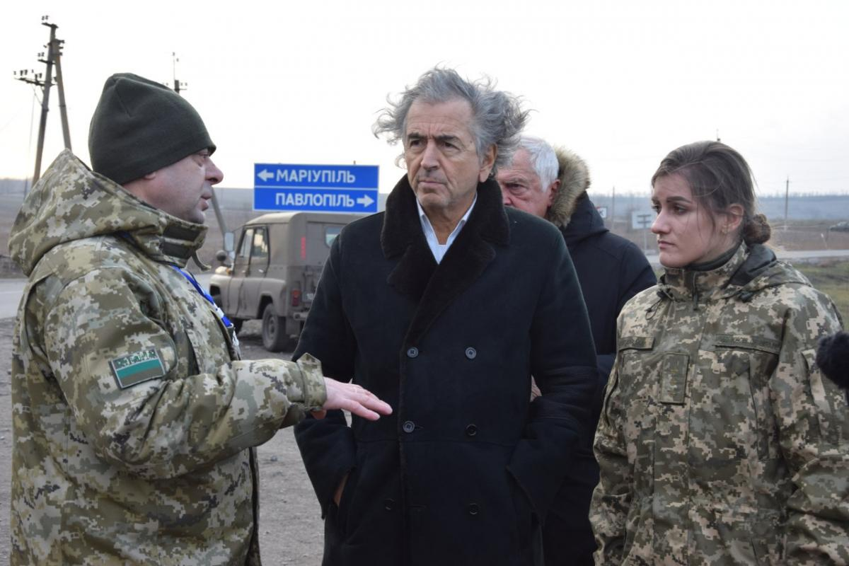Писателю рассказали о службе пограничников и провокациях со стороны российских наемников / dpsu.gov.ua