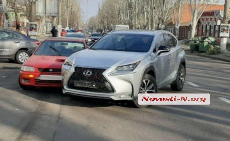Оба авто получили механические повреждения / Фото: novosti-n.org