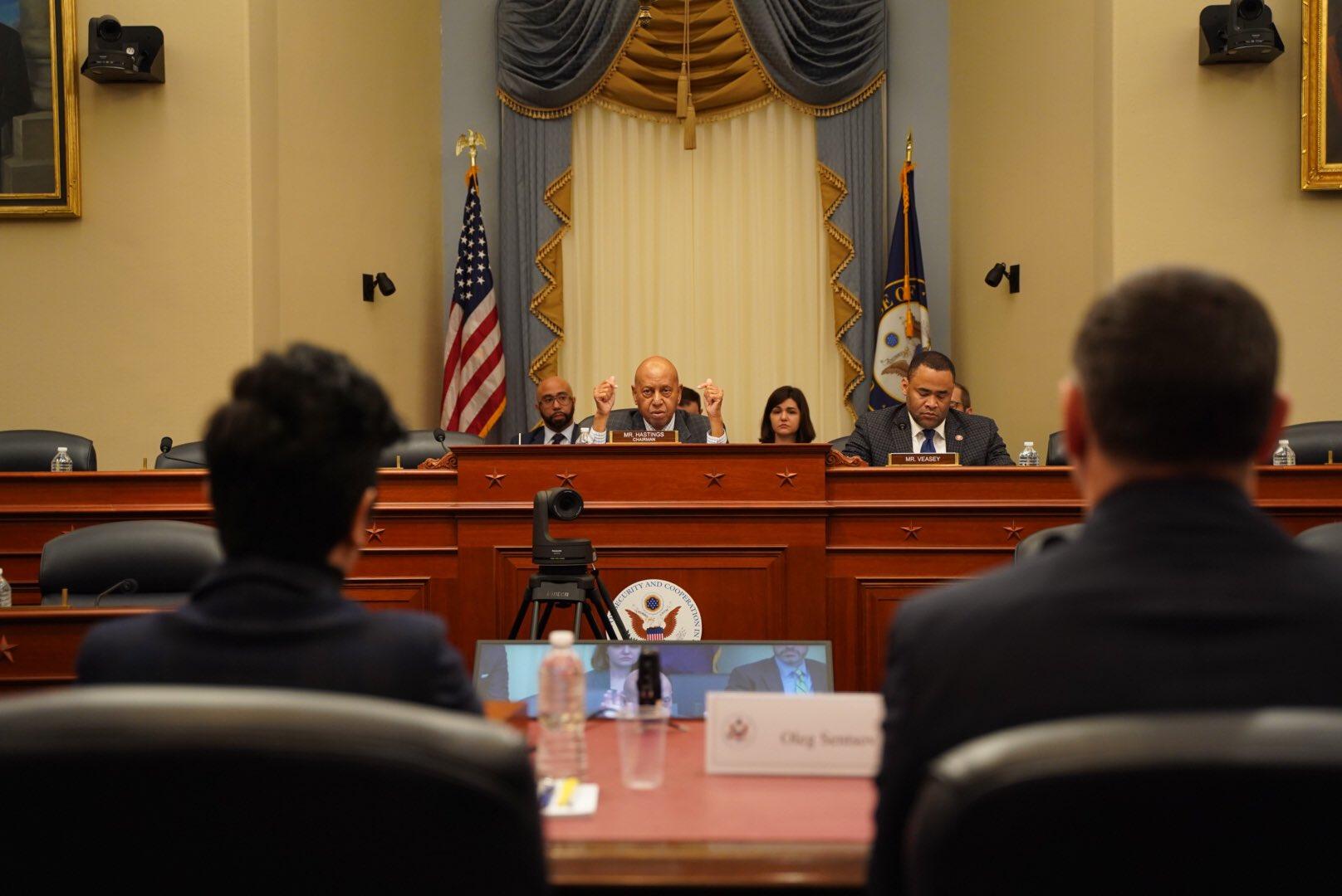 Сегодня в Конгрессе США проходит заседание Хельсинской комиссии, на котором заслушали, в частности, доклад Олега Сенцова / twitter.com/chastime