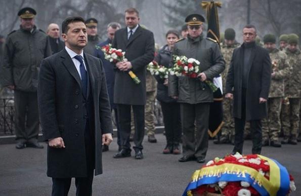 Пам'ять полеглих героїв ушанували хвилиною мовчання/ Фото: instagram.com/zelenskiy_official