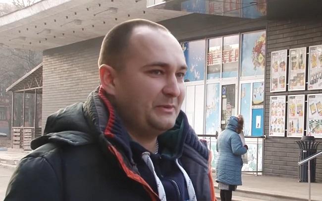 Ігор Єфремов, який знайшов 10 тисяч доларів / скріншот YouTube/Цей день)