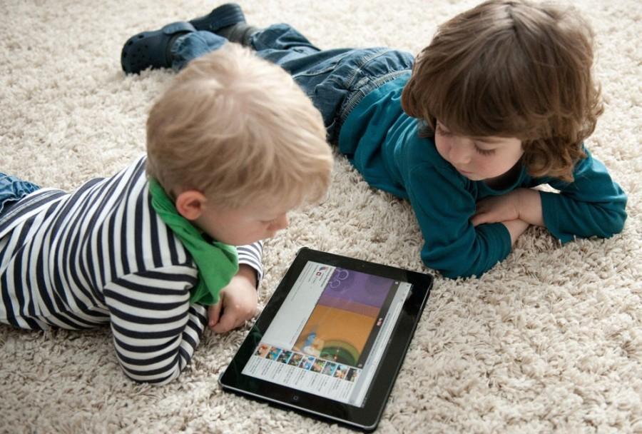 Ученые выступают за сокращение времени использования планшетов детьми младшего возраста / journal.avers3