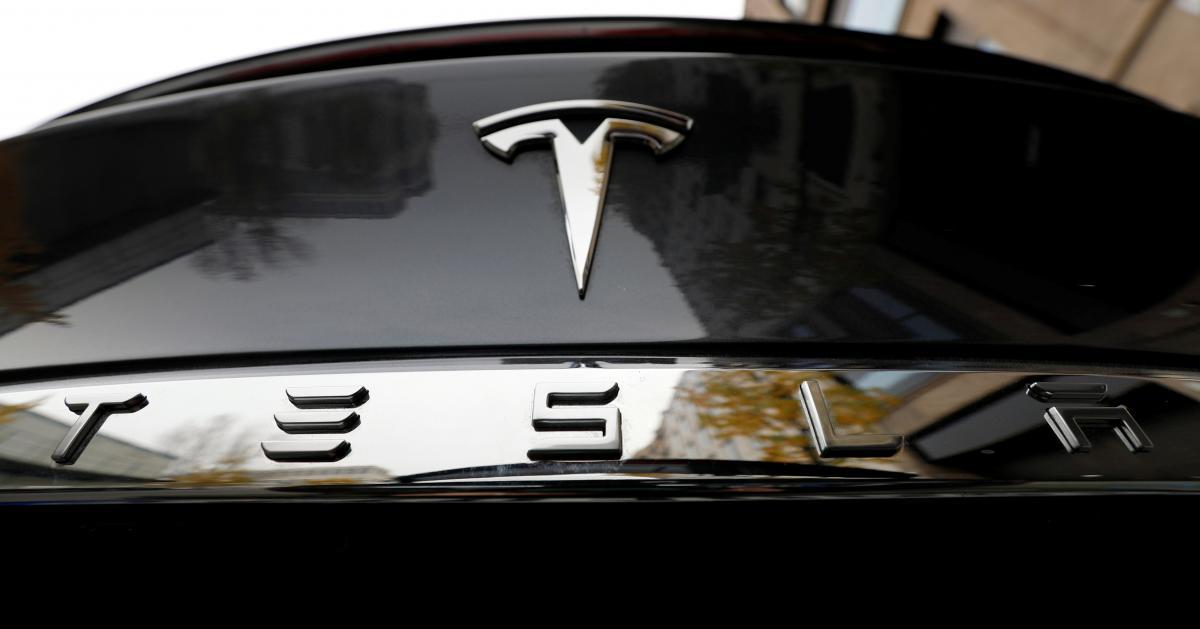 Капитализация Tesla превышает $400 миллиардов/ Иллюстрация REUTERS