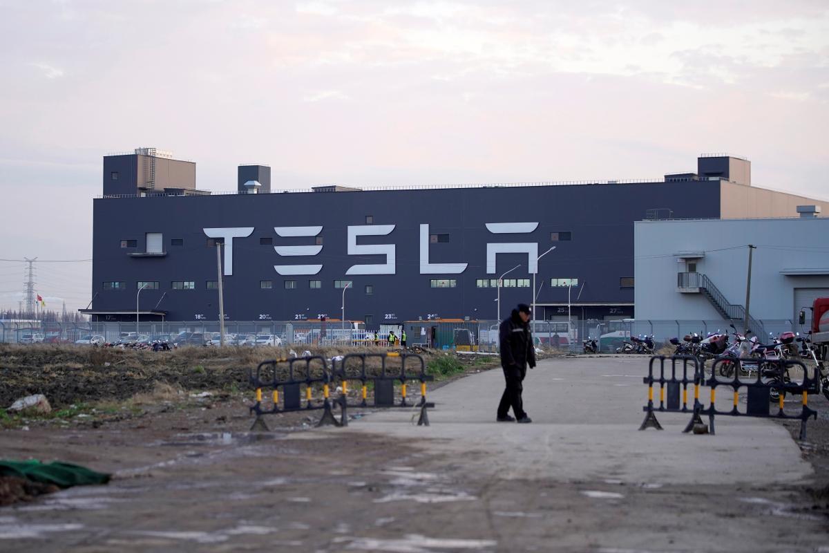 Tesla попала в топ-6 мировых компаний по уровню капитализации / REUTERS