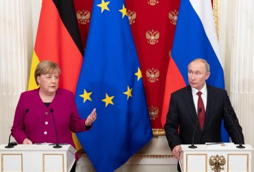 """Путін """"загубився"""" перед церемонією фотографування на конференції в Берліні (відео)"""