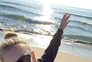 Вера Брежнева поделилась пляжным фото
