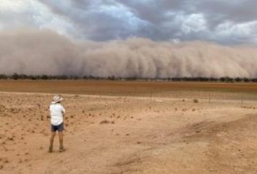Австралию накрыли мощные пылевые бури, а за ними - град (фото, видео)