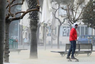 """Ветер до 100 км/ч: в Испании разбушевавшийся шторм """"Глория"""" унес жизни четырех человек (фоторепортаж, видео)"""
