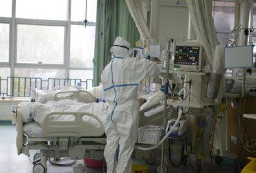 Врачи назвали первые симптомы смертельного коронавируса: диарея, тошнота, головные боли