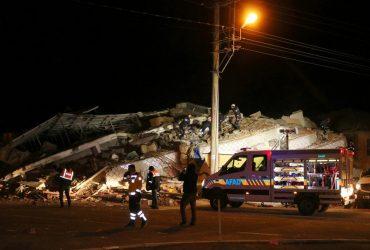 Землетрясение на востоке Турции: погибли 15 человек, сотни пострадавших