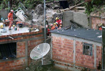 Почти полсотни человек погибли из-за оползня в Бразилии