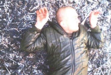 Оставили одного раненым: разведчики на Донбассе захватили в плен брошенного оккупантами боевика (фото)