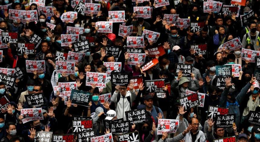 В Гонконге на акцию протеста вышли около тысячи человек