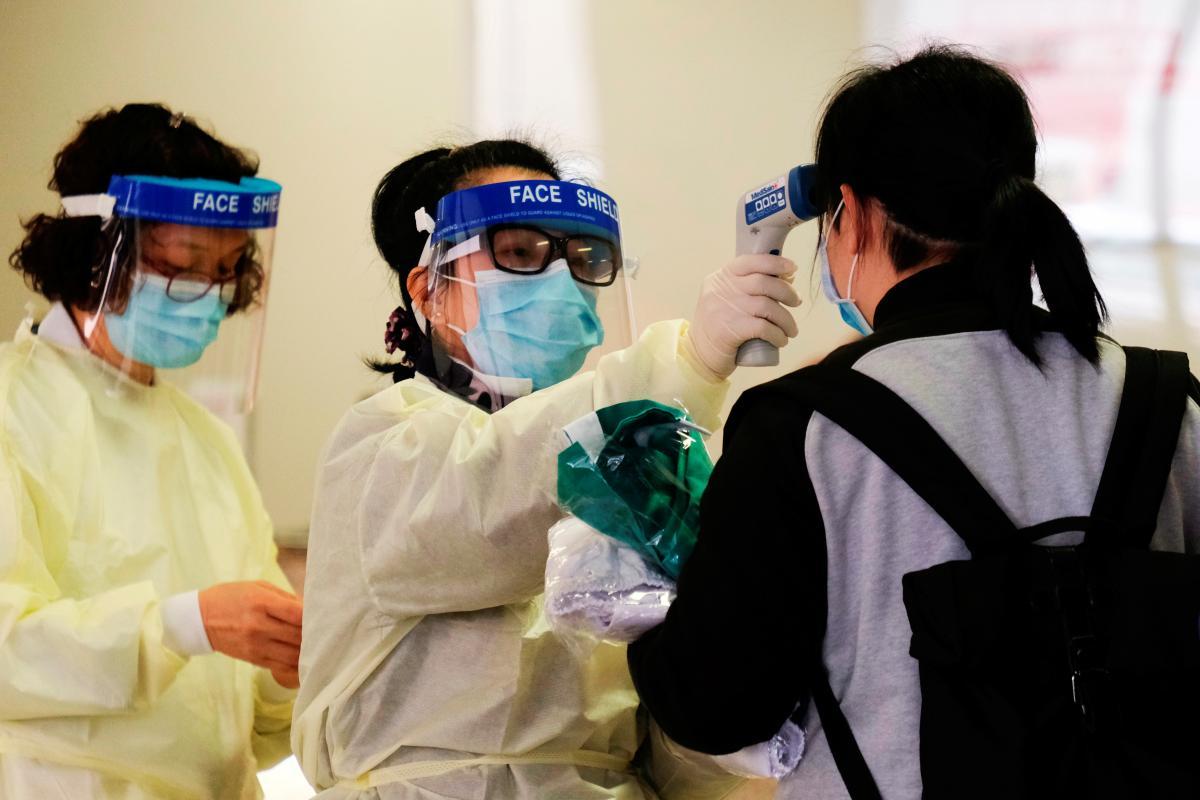 В Китае открыли пункты тестирования / фото REUTERS