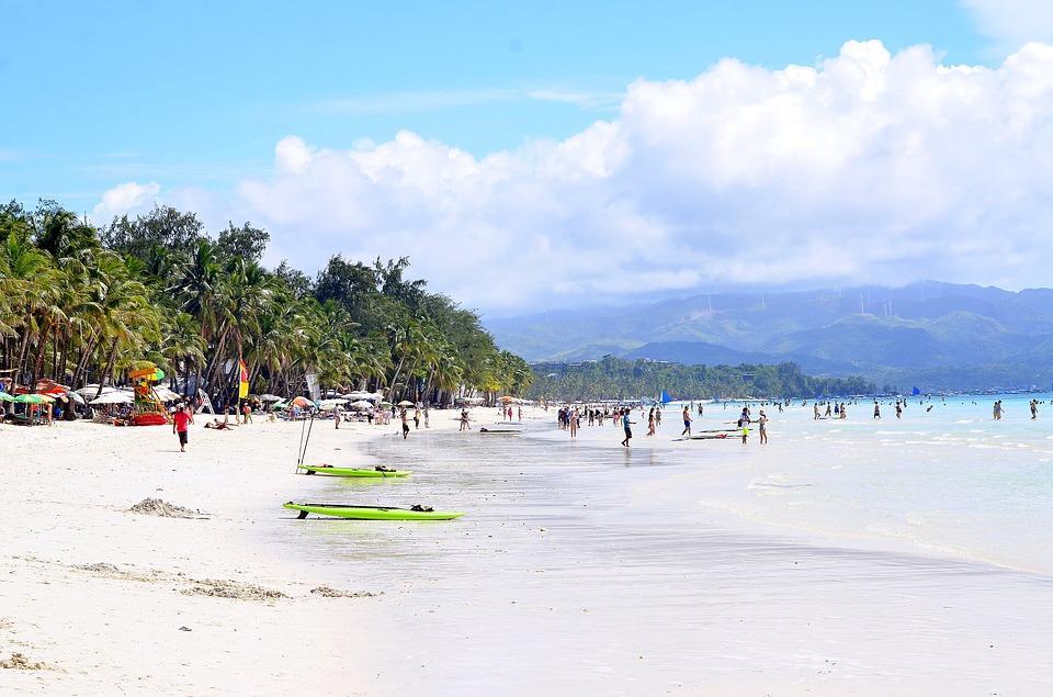 Інцидент стався на узбережжі популярного острова Боракай / фото pixabay.com