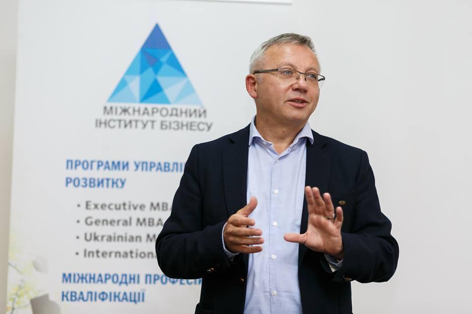 Олександр Савченко розповідає, як працює схема продажу державних облігацій / Facebook