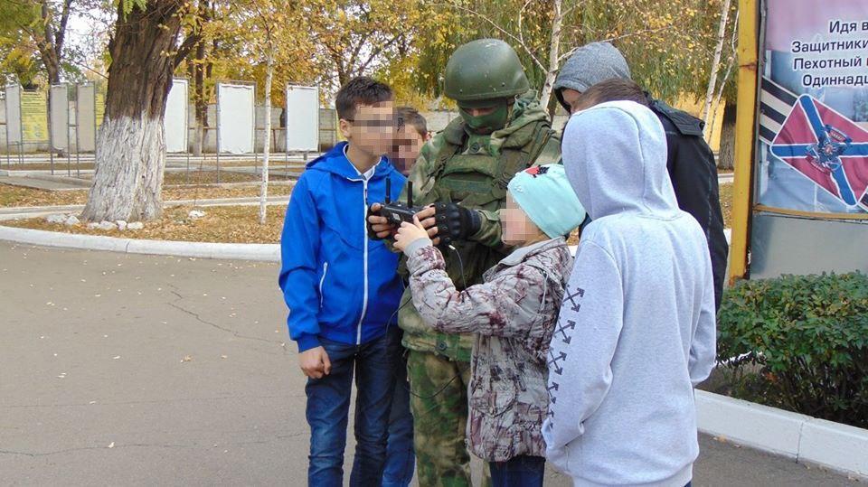"""Детей в учебномя водят в """"воинские части"""""""