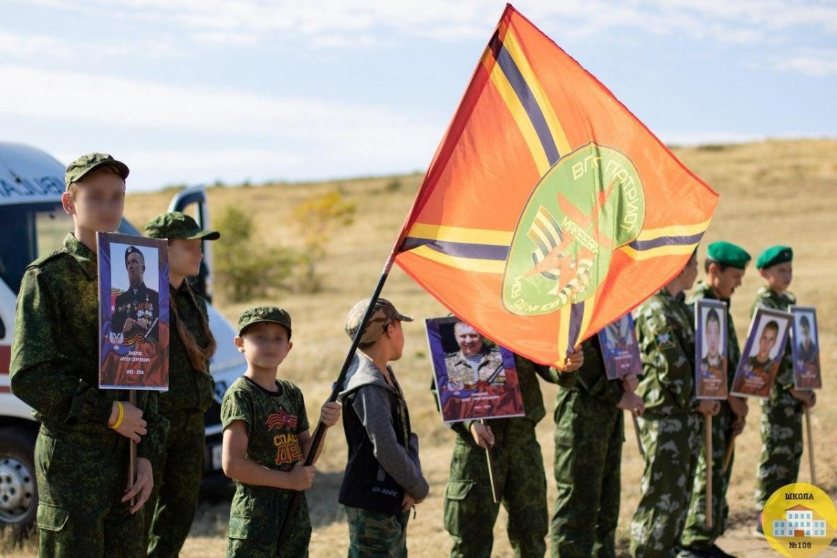 Иногда молодыелюди вступают в ряды боевиков