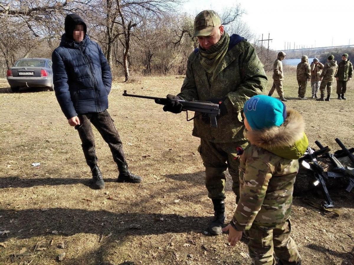 """Боевики создают в ОРДЛО """"военно-патриотические отряды"""""""