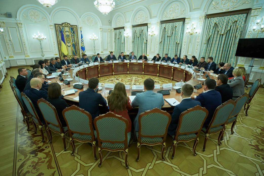 Президент провел совещание с представителями правительства / фото Офис президента