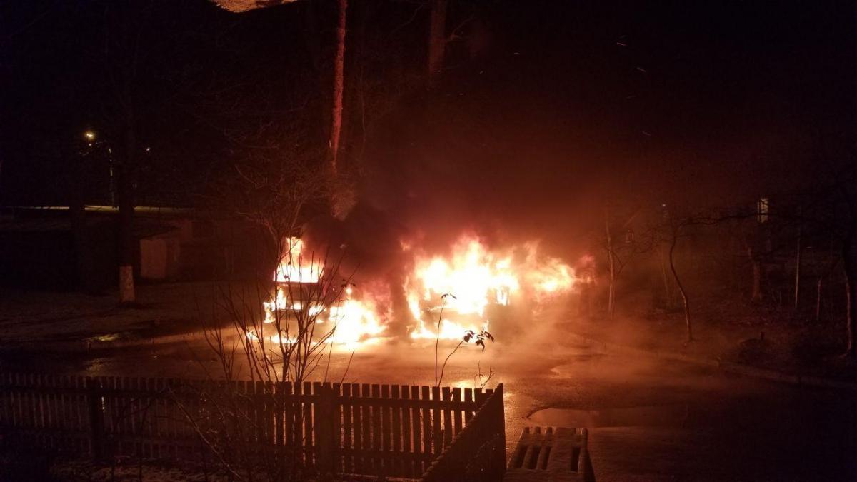 На Київщині вночі спалили автомобіль депутата / Facebook, Богдан Слюсаренко