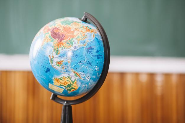 """Картой с компьютерной игры Skyrim проиллюстрировали раздел """"Земля на плане и карте"""" / фото: ru.freepik.com"""