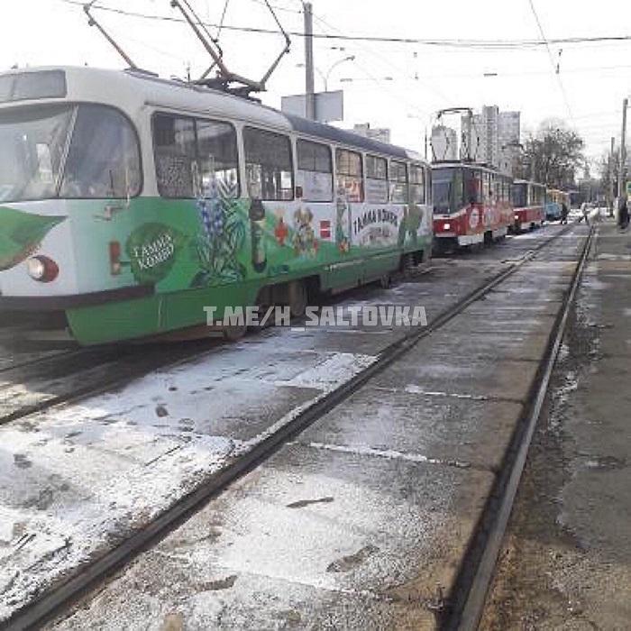 Жінка потрапила під трамвай в районі Кінного ринку в Харкові