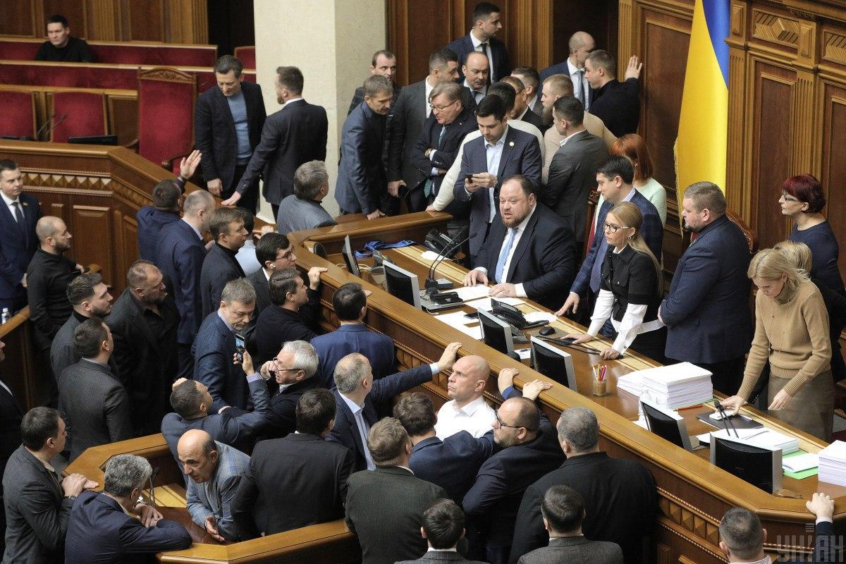 """""""Слуги народа"""" считают, что блокирование Рады стало политическим инструментом их оппонентов / Фото: УНИАН"""
