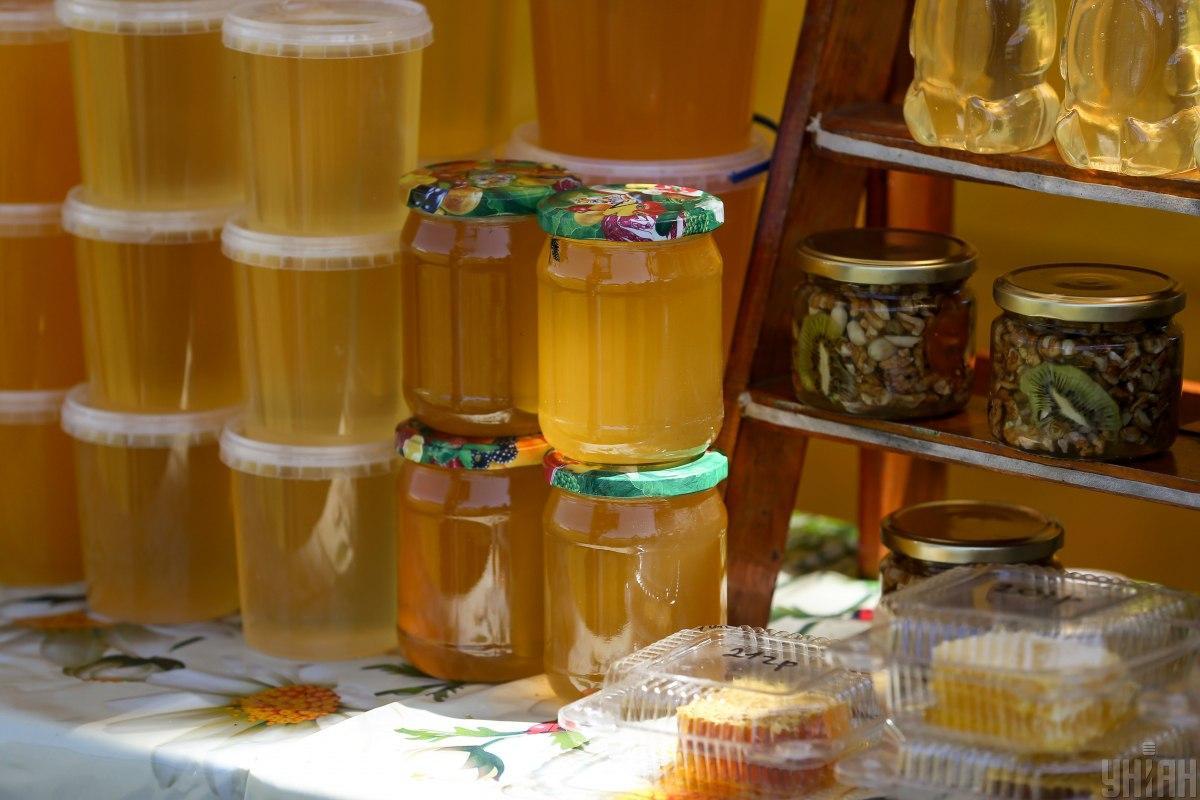 ТСН.Тиждень обнародует результаты экспертизы и расскажет, кто из производителей меда прибегает к обману / Фото УНИАН