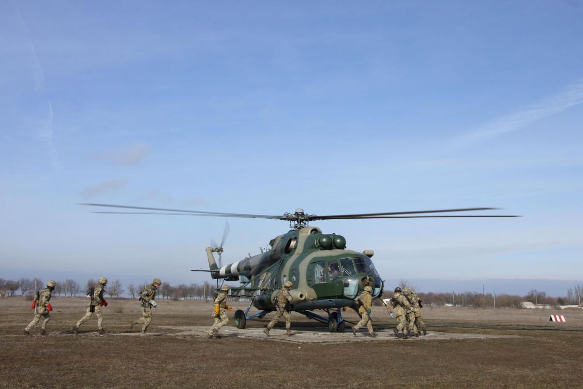 Курсанты отработали прыжки с парашютом/ фото: АрміяInform